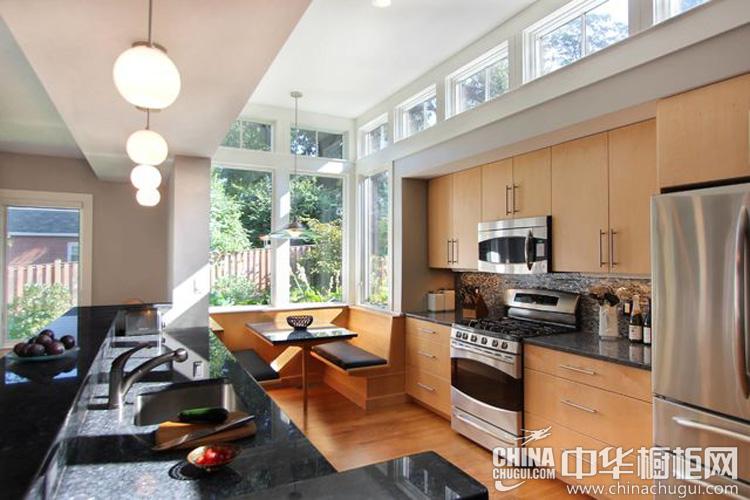 日式厨房装修效果图 原木元素倍感温馨