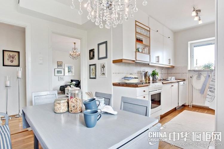 北欧风格厨房装修效果图 一字型整体橱柜布局