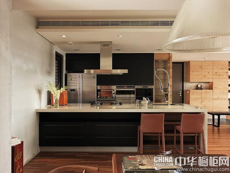 现代风格厨房装修效果图 黑色系橱柜图片