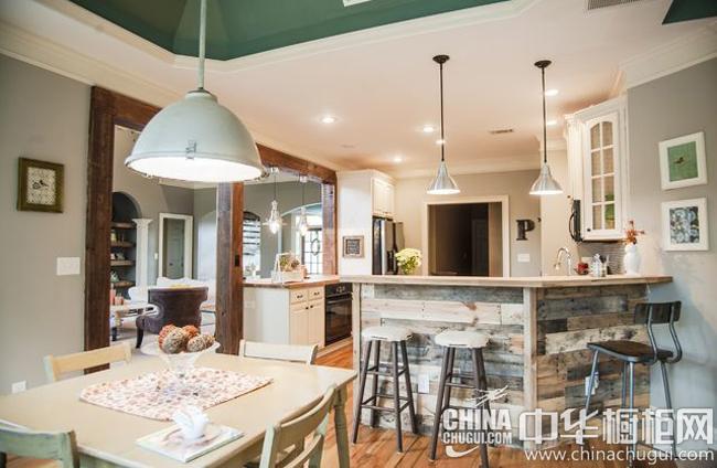 田园风格厨房装修效果图 原木板材拼接出韵味厨房