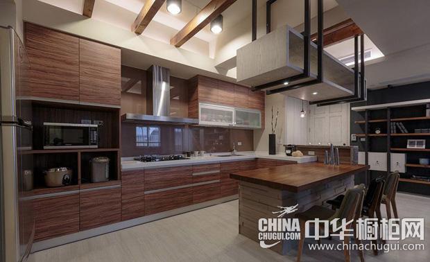 现代工业风厨房图片 木色基调橱柜巧妙融入主题