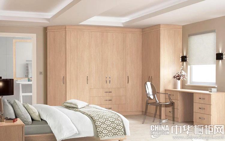 卧室原木色整体衣柜图片 将极简设计重复利用