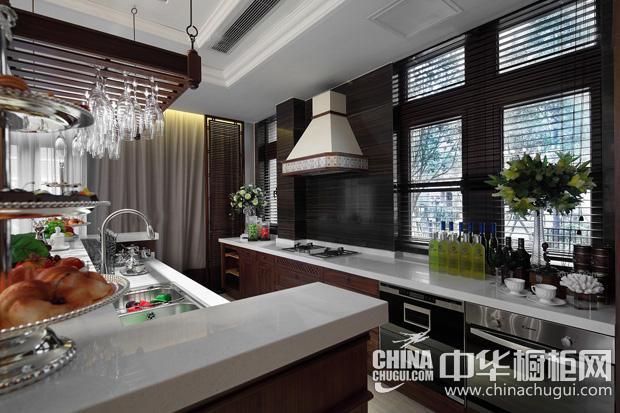 开放式厨房整体橱柜效果图 奢华厨房空间展现典雅气质