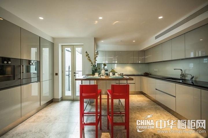 英式简约厨房装修效果图 L型橱柜体现自由风格
