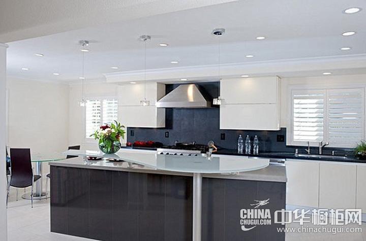 厨房餐厅隔断效果图 展现黑白色经典格局