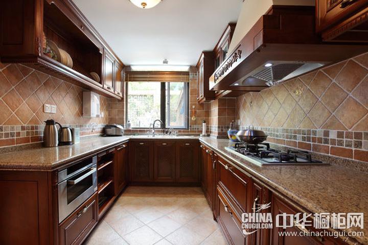 厨房装修效果图欣赏 古典风格整体橱柜展现原生态自然氛围