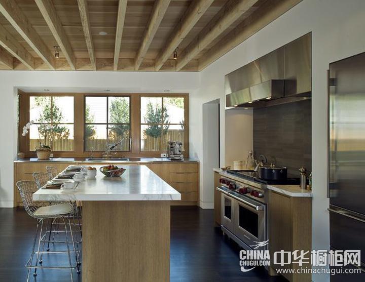 开放式厨房装修效果图 实木整体橱柜体现自由生活