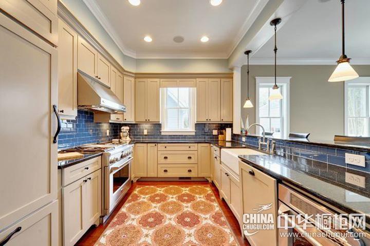 家庭厨房装修效果图 U型橱柜展现自由与随性