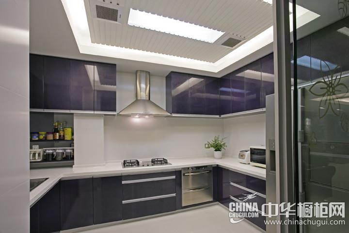 U型厨房装修效果图  现代简约风格橱柜图