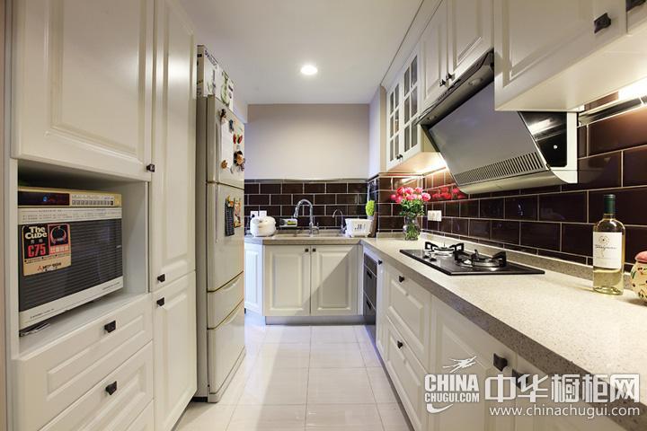 小户型厨房装修效果图欣赏 欧式实木橱柜图片
