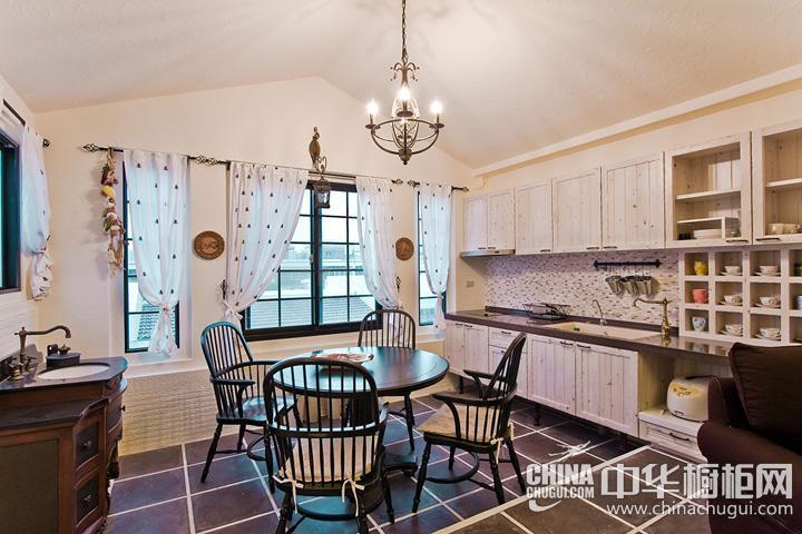 厨房餐厅装修效果图 田园风格橱柜设计图片
