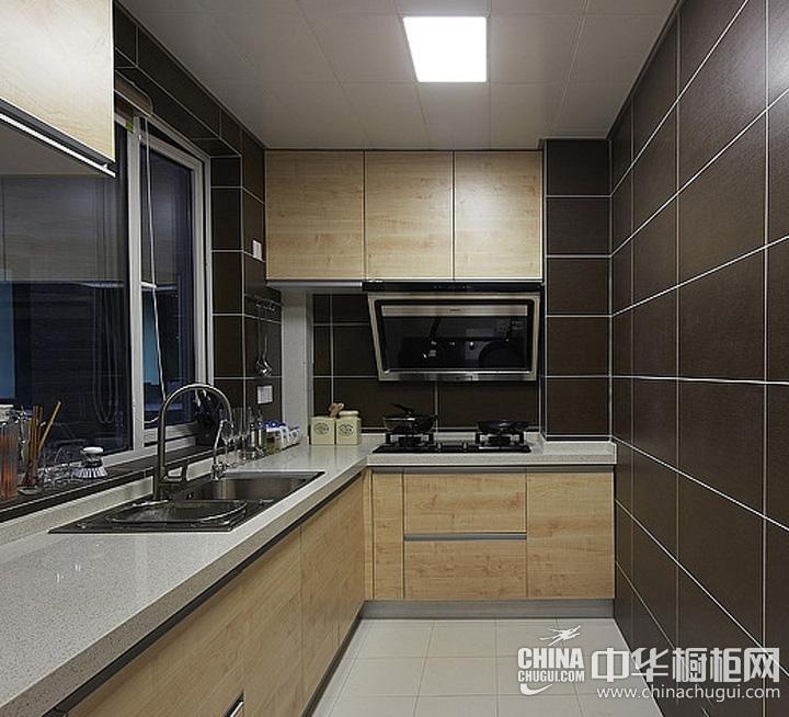小户型厨房装修效果图 原木色橱柜图片