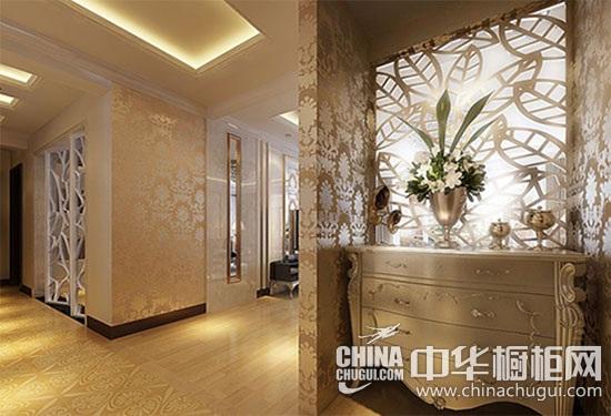 这款新古典风格的玄关装修样板房设计中,其主体色是金色,采用镂空