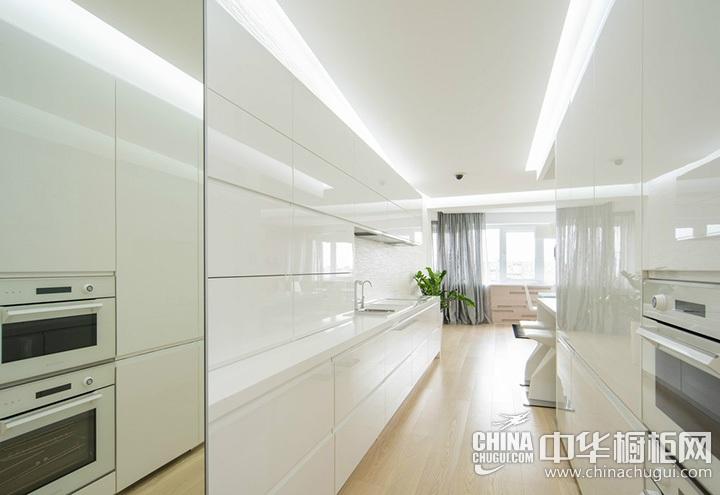 白色简约风格厨房装修效果图 简约橱柜图片