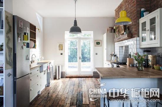 小户型厨房装修设设计 木质厨台营造简约清新风格