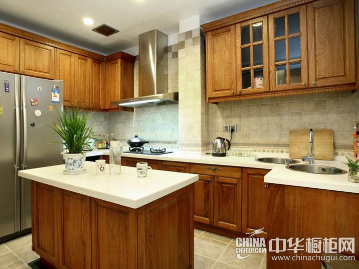 中式厨房装修效果图 中式实木橱柜效果图
