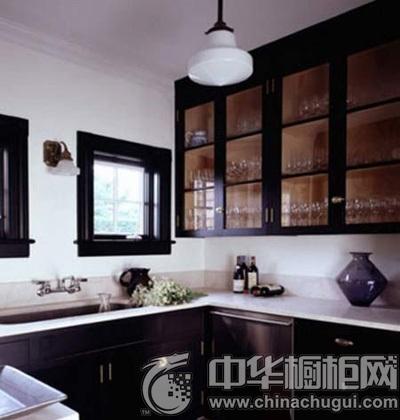 case2:玻璃收纳柜 厨房装修效果图:玻璃门的吊柜在厨房是个绝佳的