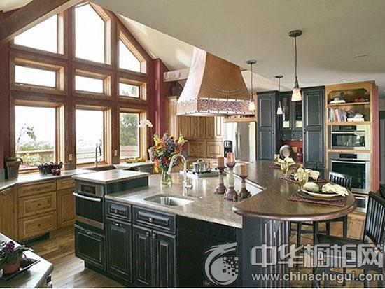 岛台的美式厨房设计给生活带来全新的幸福体验,大气的厨房空间让生活