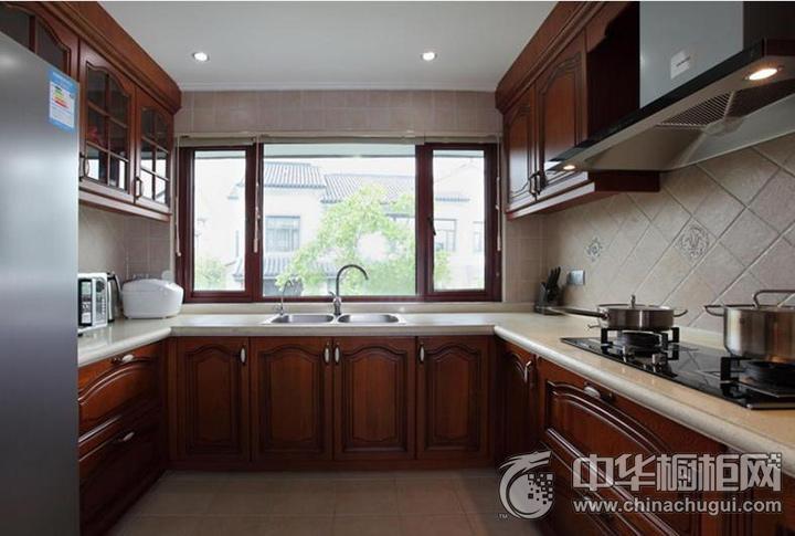 U型厨房装修效果图 古典风格橱柜图片