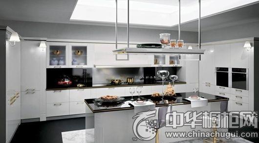 黑白双色打造大气厨房 整体橱柜设计鉴赏