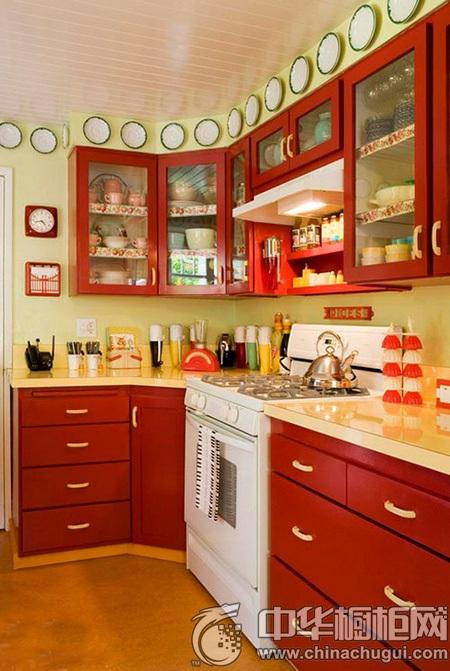 下面小编就带来几款多色橱柜设计,一起来打造实用厨房空间吧!