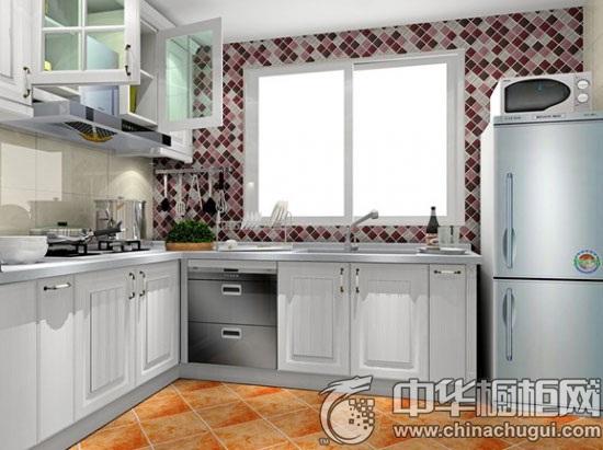 【中华橱柜网】市面上有很多厨房装修风格,而简欧风格是比较多的人选择的厨房装修风格,因为简欧风格用更加简洁的线条与装饰让家居更加时尚与舒适。下面就一起来欣赏时尚简欧厨房装修效果图大全。  L型橱柜 这厨房设计理念就是更亲近大自然,有时候与老公和孩子坐下来吃个早餐,也能享受到大自然的气息。