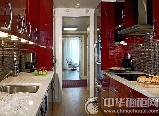 中空形的红色橱柜,充满了欧式风格优雅风情,空间霸气逼人.