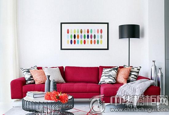 【中华橱柜网】这款公寓以开放式的设计和白色的底色,搭配活彩靓丽的软装,让空间充满时尚的活力感,简洁的厨房设计给生活注入明快的视觉,中岛台的橱柜设计给人以大气的感觉,同时开放式厨房也赋予了小户型一份通透。  客厅效果图 这套公寓的客厅采光非常好,地面铺着白色调瓷砖,墙壁和天花板刷白,整个空间洁净优雅,选配亮红色的沙发,给空间增加了活力感和时尚气质。  客厅设计 公寓的客厅、餐厅和厨房是开放式设计,公共空间敞开布局让公寓显得更加大气时尚,客厅里沙发后面悬挂了糖果色波点装饰画,让空间多了艺术风气息。  厨房设计