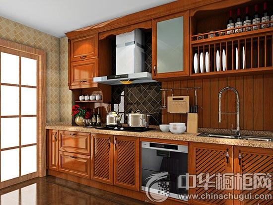 橱柜设计图 橱柜设计方案中,厨房空间较为狭长,整体布局成L型,满足厨房基本的功能使用,另外增加了吧台休闲区,整体空间储物性强大,色彩干净,清爽。  一字型橱柜 暖暖的橱柜色调温暖了整个厨房,包烟机的设计让厨房更加的整体化。集厨房,休闲,娱乐等功用为一体,多功能化的内置设计,让厨房杂物得到自动的整齐排列。