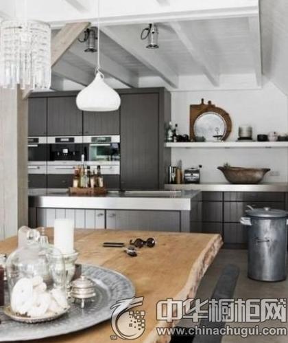 用一款整体橱柜 拗出时尚厨房装修
