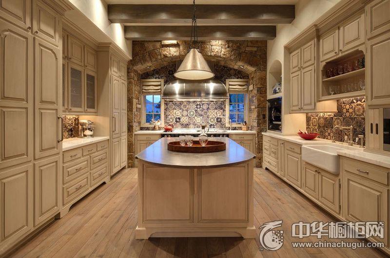 厨房装修效果图欣赏 白色岛型橱柜效果图