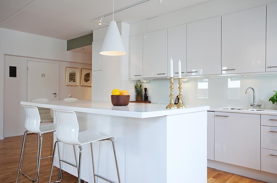 现代简约风格橱柜图片  厨房吧台装修效果图