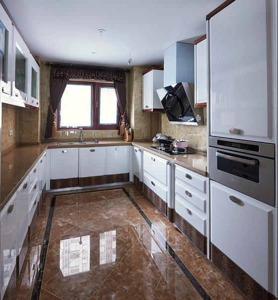 小户型厨房装修效果图 U型橱柜图片