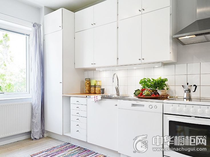 白色橱柜效果图 一字型厨房装修效果图