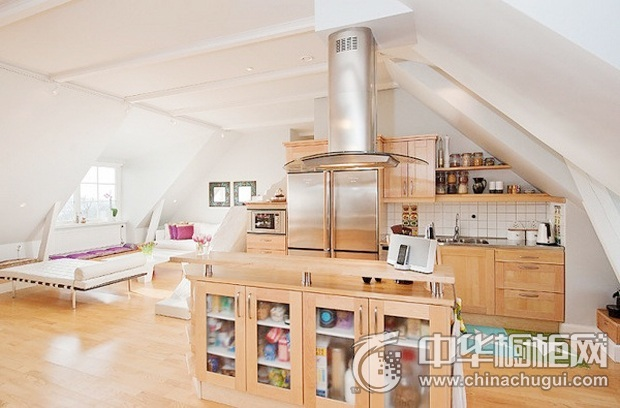 开放式厨房装修效果图 原木色橱柜图片