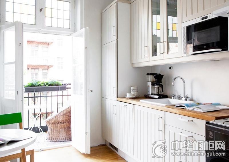 北欧风格整体橱柜图片 白色实木橱柜效果图