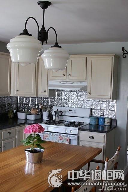 乳白色橱柜效果图 小厨房橱柜设计图