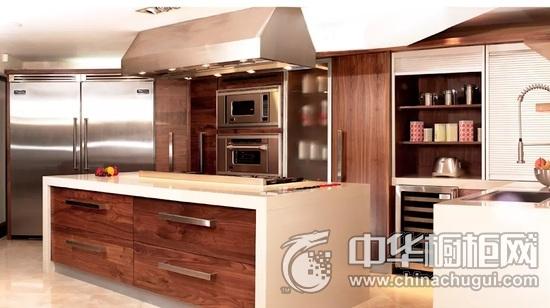 东南亚风格厨房装修效果图 原木色橱柜装修效果图