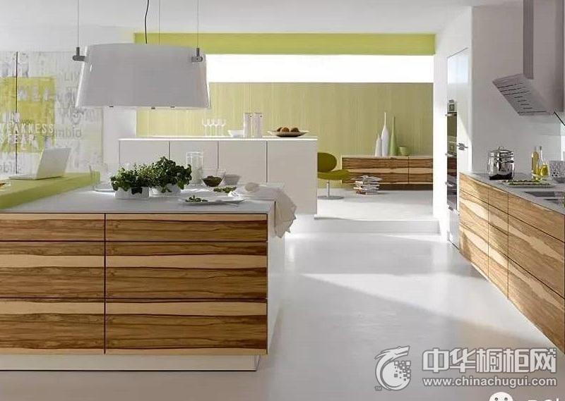 原木色厨房装修效果图  开放式厨房整体橱柜装修图片