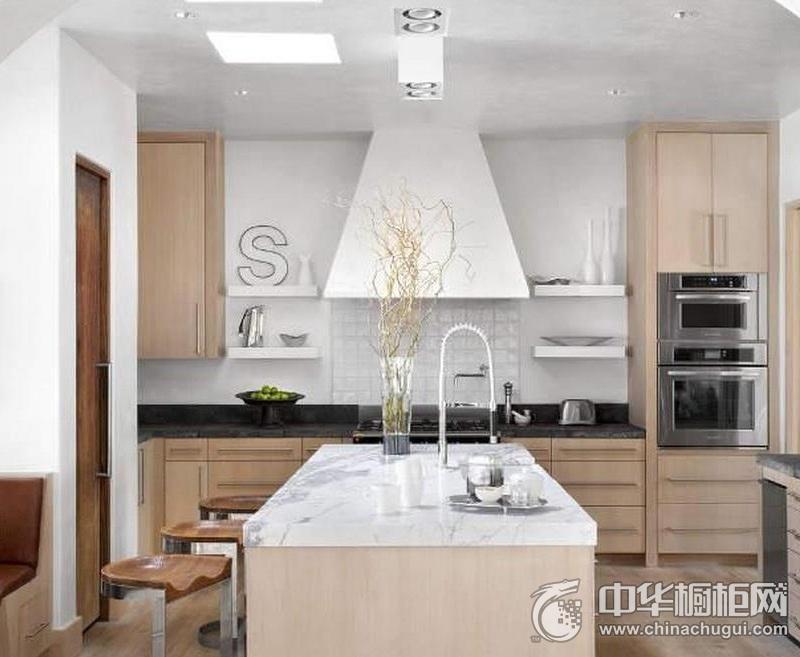 原木色橱柜设计   厨房吧台装修效果图