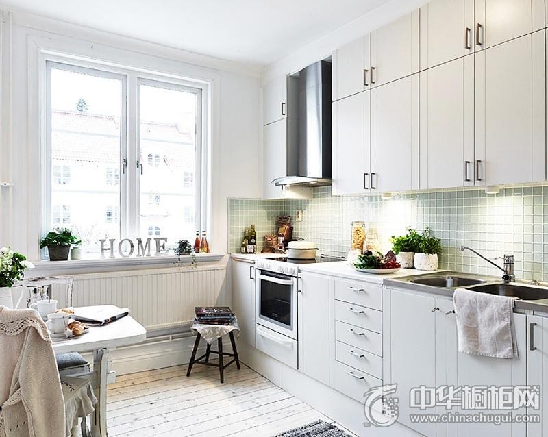 当法式遇上工业风的厨房装修效果图    一字型整体橱柜图片