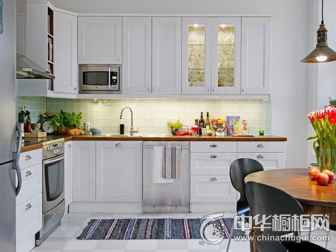 93平米的白色精致公寓厨房装修效果图  L型橱柜装修图片