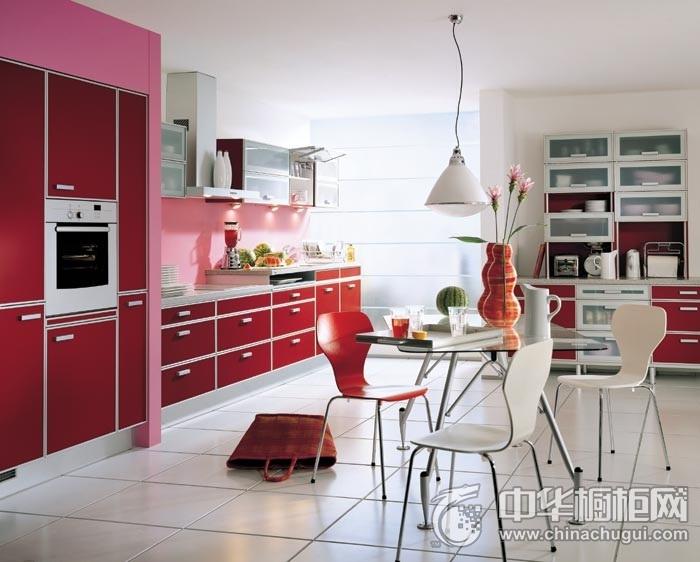 现代公寓厨房红色橱柜装修效果图 让空间焕然一新