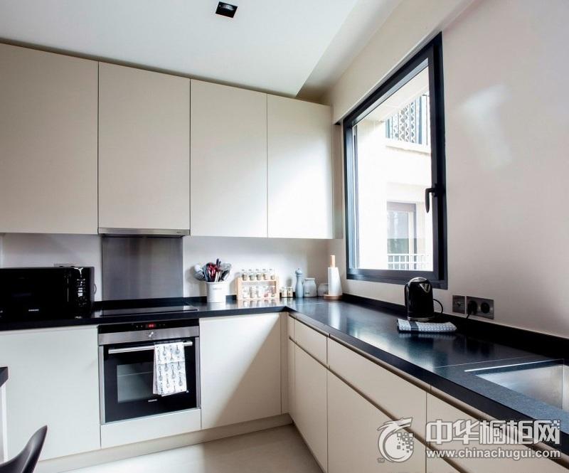 现代厨房橱柜装修效果图片 白色整体橱柜图片