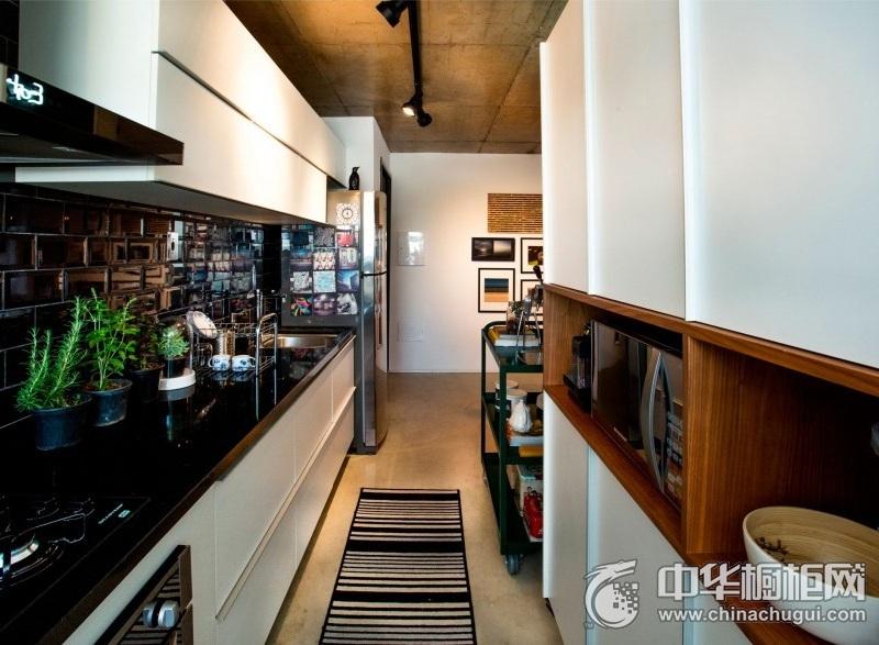 田园风格黑色台面橱柜效果图 时尚厨房实用橱柜设计图片