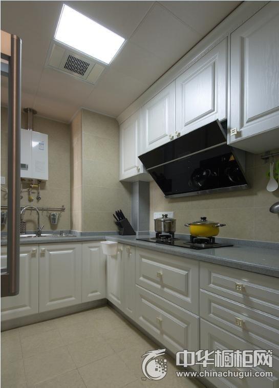 白色厨房清新风格橱柜装修效果图 白色整体橱柜效果图