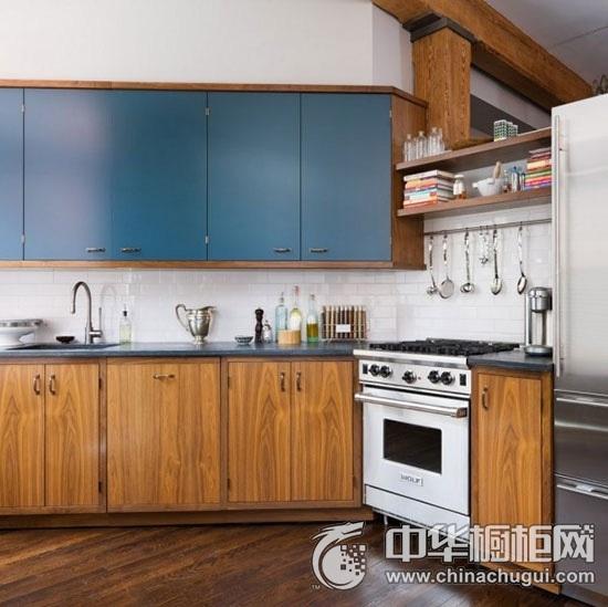 工业风木纹整体橱柜效果图 厨房橱柜装修实景图