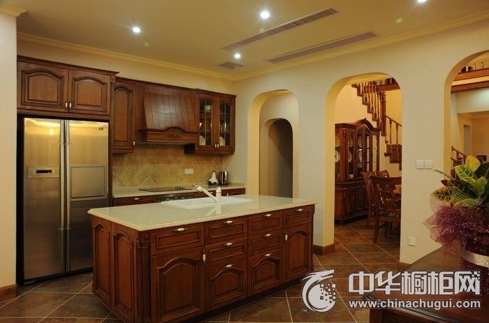 美式风格别墅咖啡色厨房橱柜效果图 实木整体橱柜效果图
