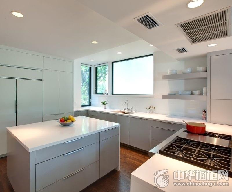 典雅欧式风厨房白色橱柜装修效果 橱柜设计效果图片