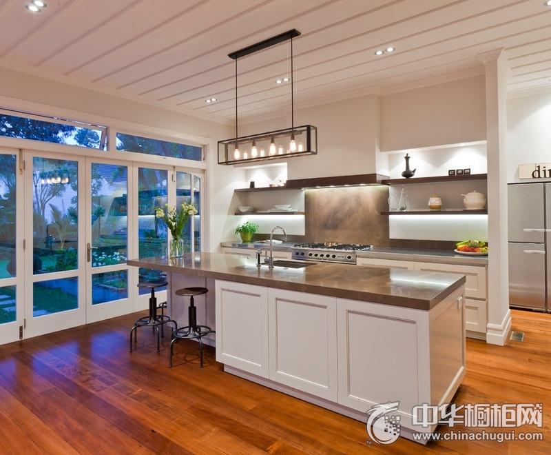 美式风格别墅厨房橱柜装修实景图 美式岛型橱柜图片